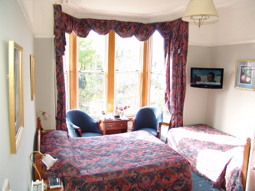 You have a choice of very comfortable single, double and family rooms